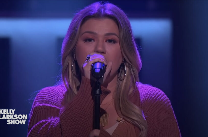 Bless your Monday with Kelly Clarkson covering Kylie Minogue