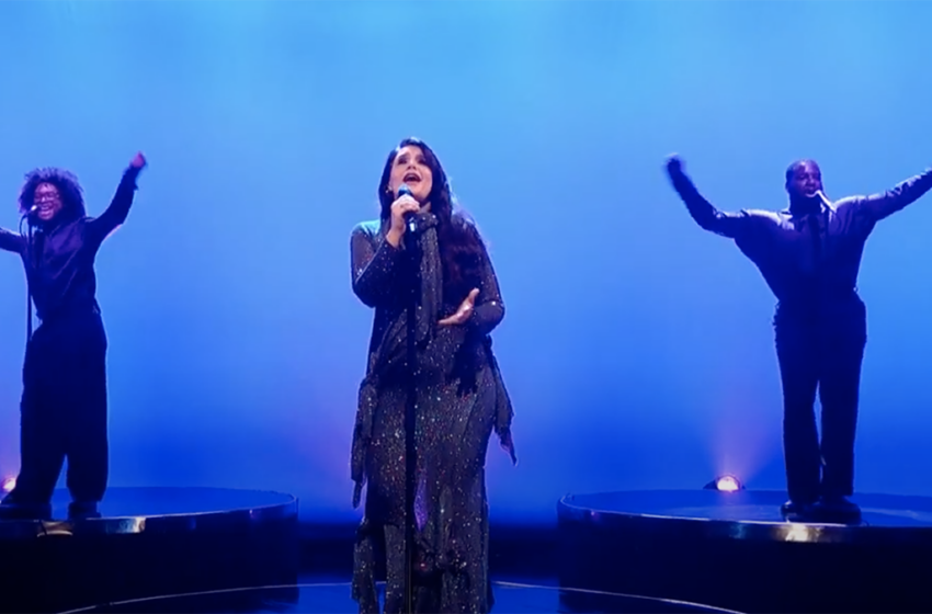Let's all start the weekend with Jessie Ware's stunning Graham Norton Show performance
