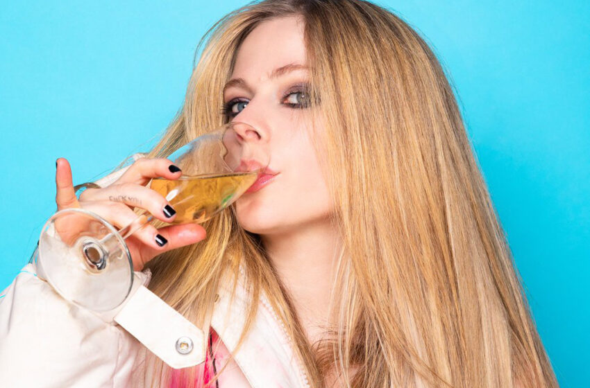 Avril Lavigne's new album is finished  🚨